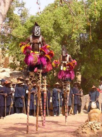 Les Dogons, culte des ancètres et [...]
