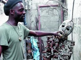 Un murmure radiophonique sur l'expulsion de Freddy Tsimba