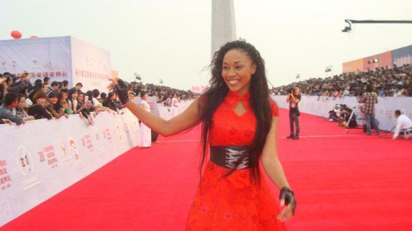 L'actrice ivoirienne EMMA LOHOUES consacrée par le Golden [...]