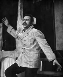 Hommage : La singulière expérience théâtrale de Abdelkader Alloula dans LITTERATURE, ARTS, CULTURE abdelkader_alloula
